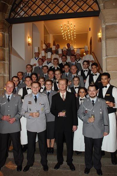 Dasteam des le meridien grand hotelwurde beim service durch soldaten